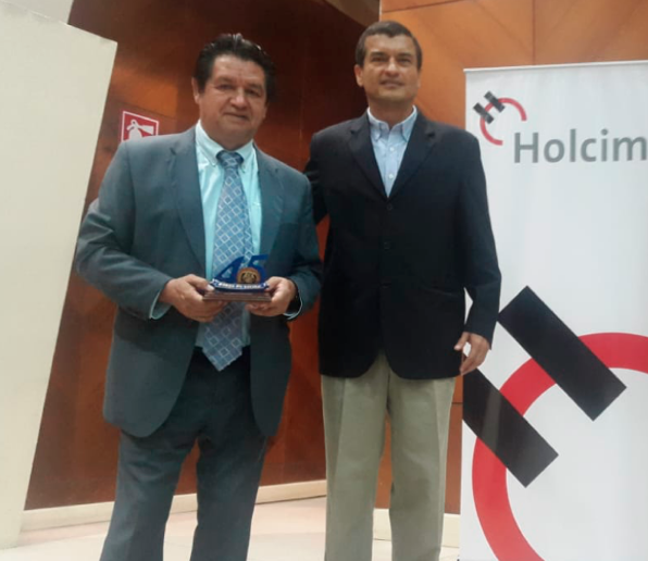 We were present at the Cycle of Conferences of Technologies for the development and construction carried out by Academic Unit of Civil Engineering of Machala, El Oro, where, among others, Xavier Maple and Christian Velasco, representatives of Holcim Ecuador, acted as speakers. This event had approximately 450 attendees.