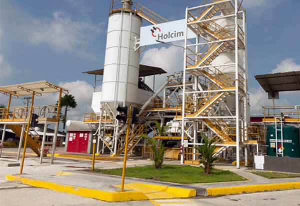 The Holcim plant in Machala received the eco-efficient certificate for the cleanest production and reduction of pollution, since it reduced the well water consumption used by 4.52%. The consumption of electric power also decreased, by 74.26%, thus contributing to the saving of electricity in the country.