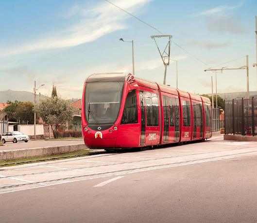 The Tranvía de Cuenca is the next means of transport that will take more than 120,000 passengers a day, starting its journey in the south and ending in the north. This work will benefit the city with the reduction of vehicle traffic, while traveling long distances in less time.