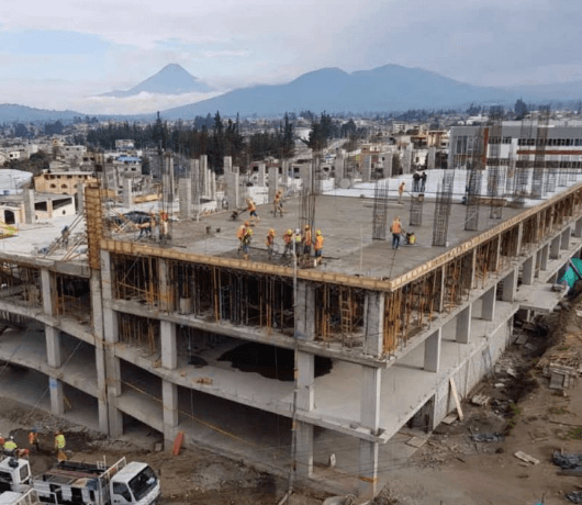 We were part of the construction of parking for the Technical University of Ambato, which is built with Ultra Series of High Fluidity, ideal solution of easy placement for elements with abundant reinforcing steel and difficult access for vibrators.