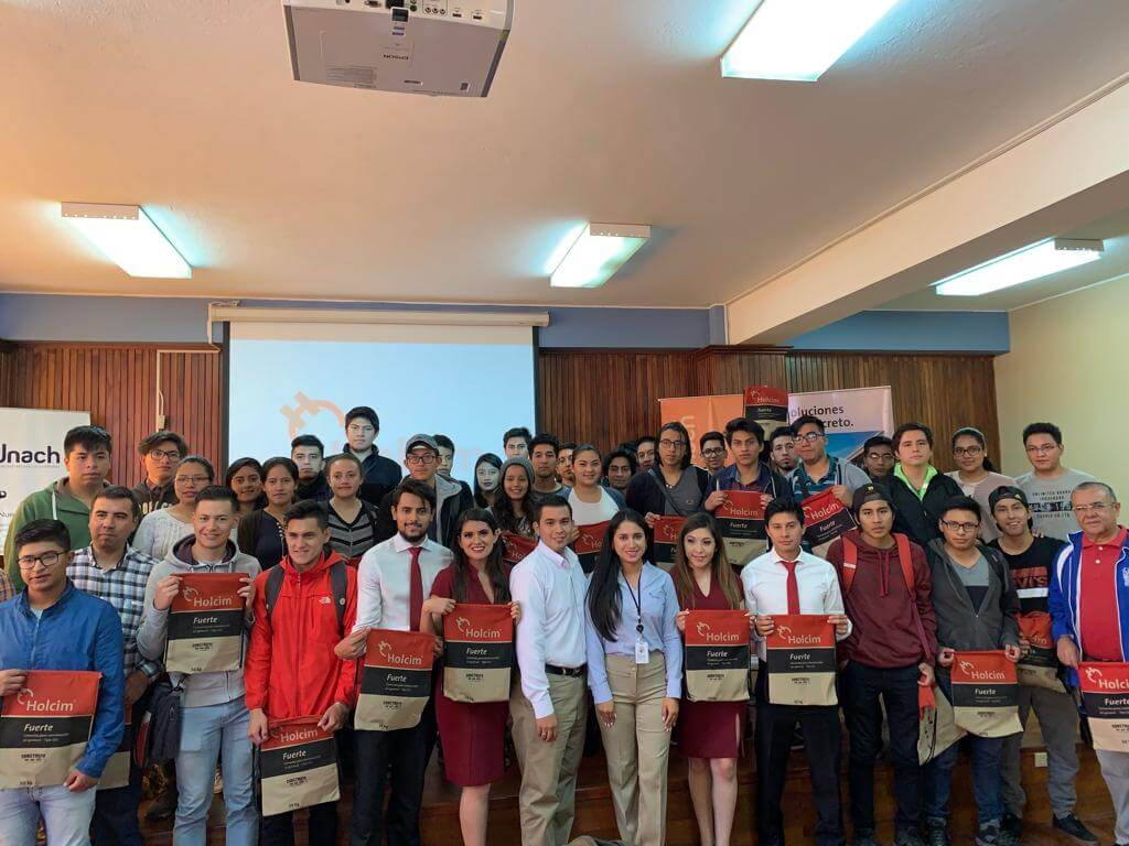 The Innovation Center was part of a three-day training for students of the National University of Chimborazo. During the learning the students were able to learn more about our solutions, the quality of our concrete and the stabilized cement bases.